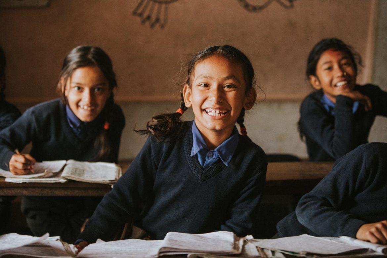 التعليم فوق الجميع : شعلة أمل تضيء على ملايين الأطفال المحرومين حول العالم