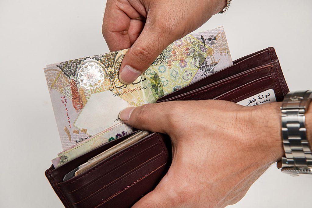 حكم الصدقة بالمال قبل قضاء الدين