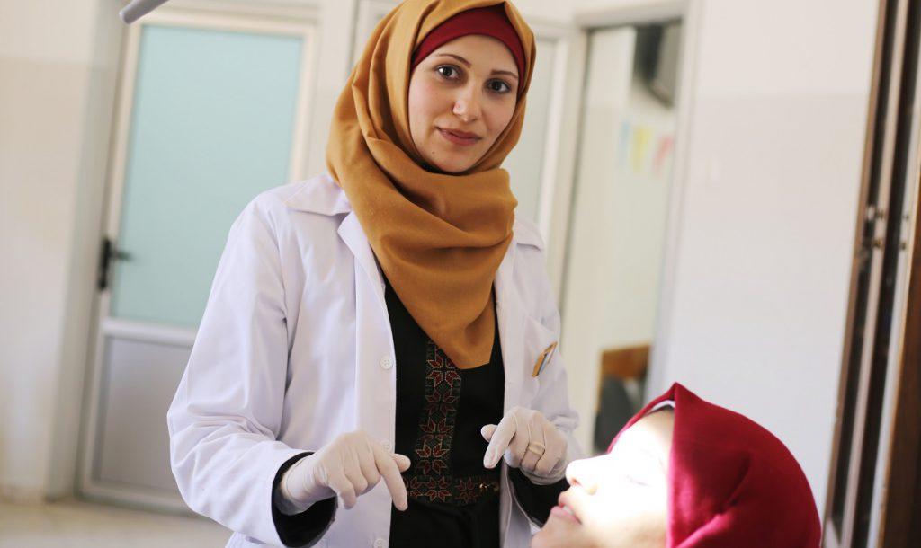 مشروع تعليمي ينقذ رهام درويش من فقدان وظيفتها معيدةً بالجامعة